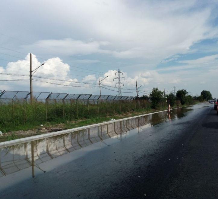 iulie 29 - inundatie - 3 - se vede nivelul soselei la bordura