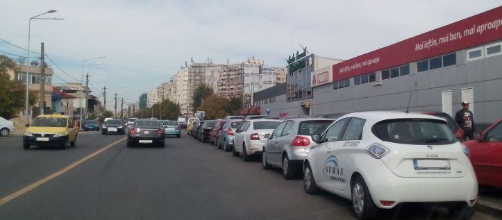 10 final - parcari aiurea - metrorex Aparatori - in statia de autobuz si pe sosea